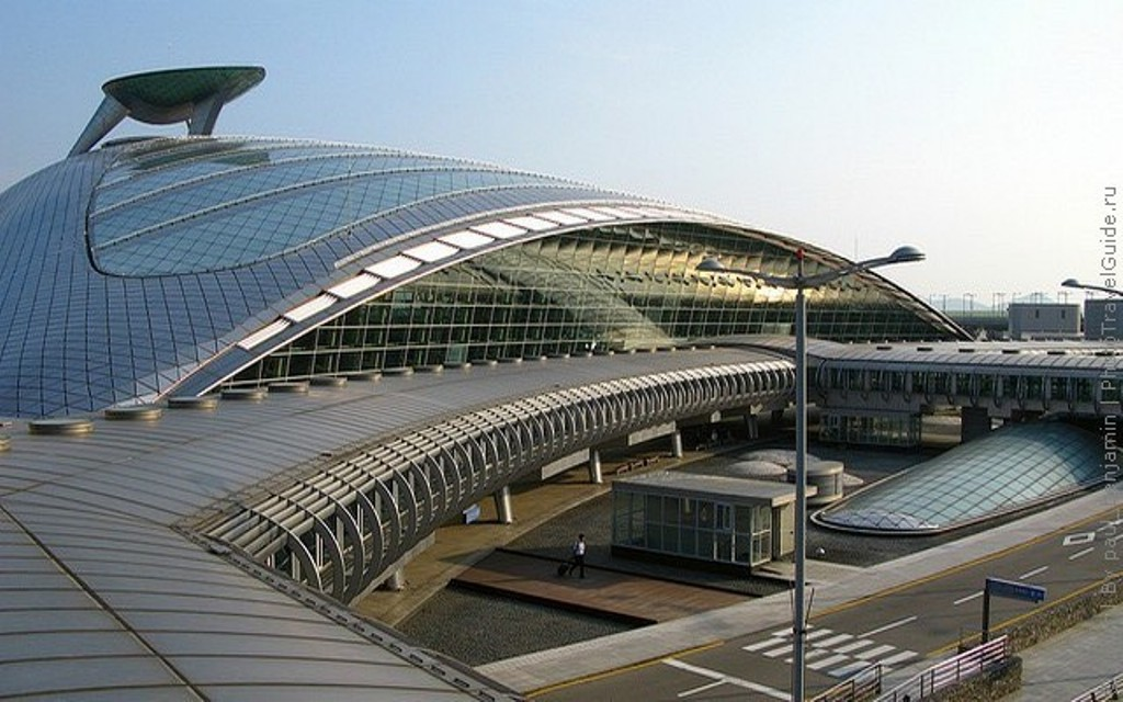 Аэропорт десятилетие занимает